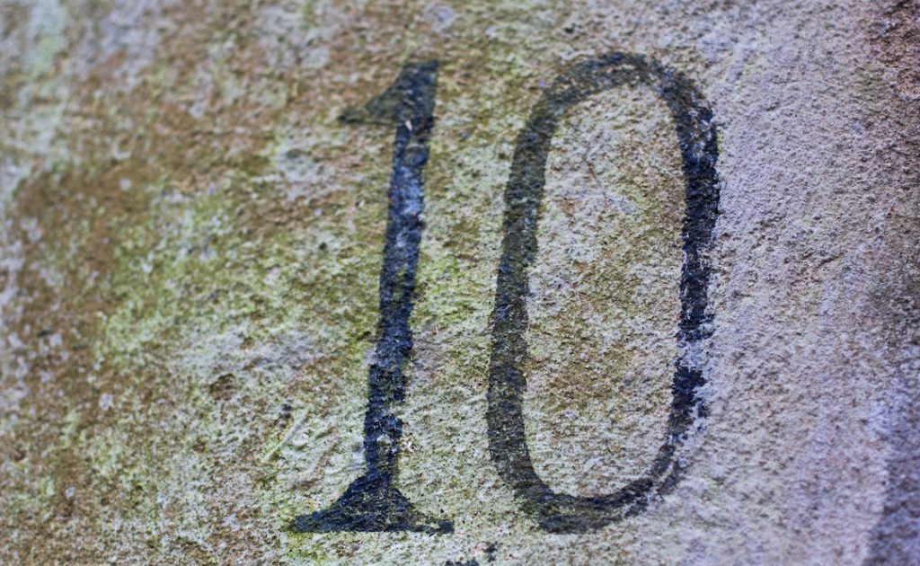 Image of the number 10 on concrete